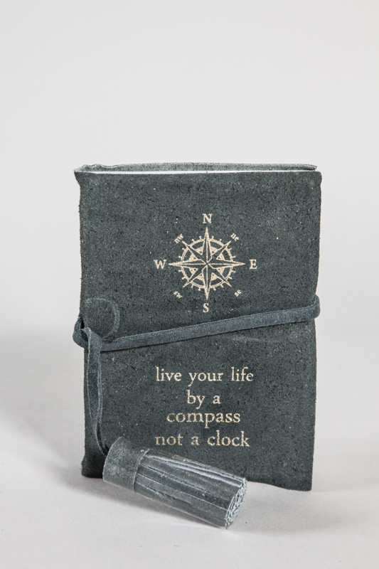 "Ledernotizbuch ""live your life by a compass not a clock"" 8.75 x 12.5 cm"